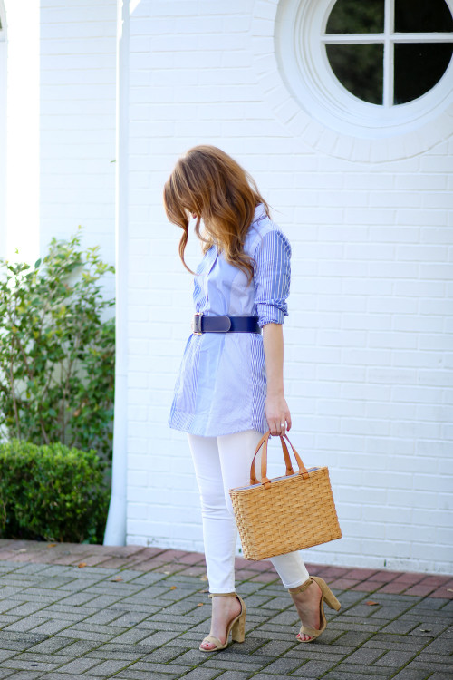 A J.McLaughlin striped tunic, navy belt, straw tote, and white jeans on Design Darling.
