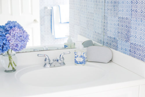 design darling nantucket bathroom peter fasano sintra wallpaper
