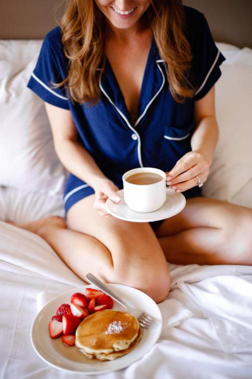 design-darling-bermuda-breakfast-in-bed-at-the-hamilton-princess