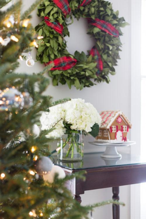 williams-sonoma bay leaf wreath with tartan ribbon