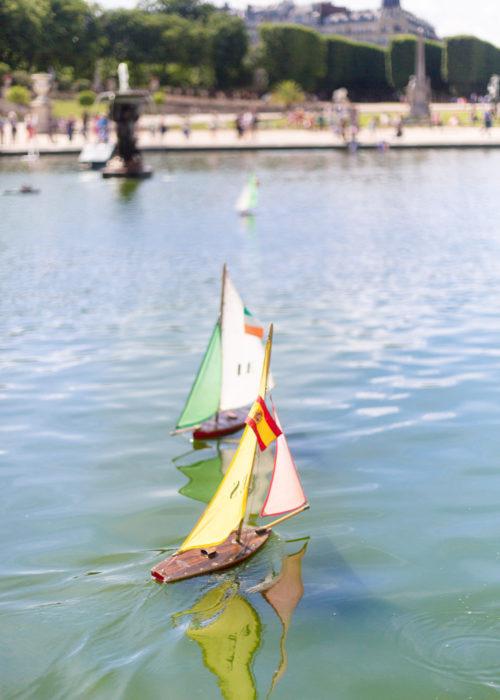 sailboat pond in jardin du luxembourg paris