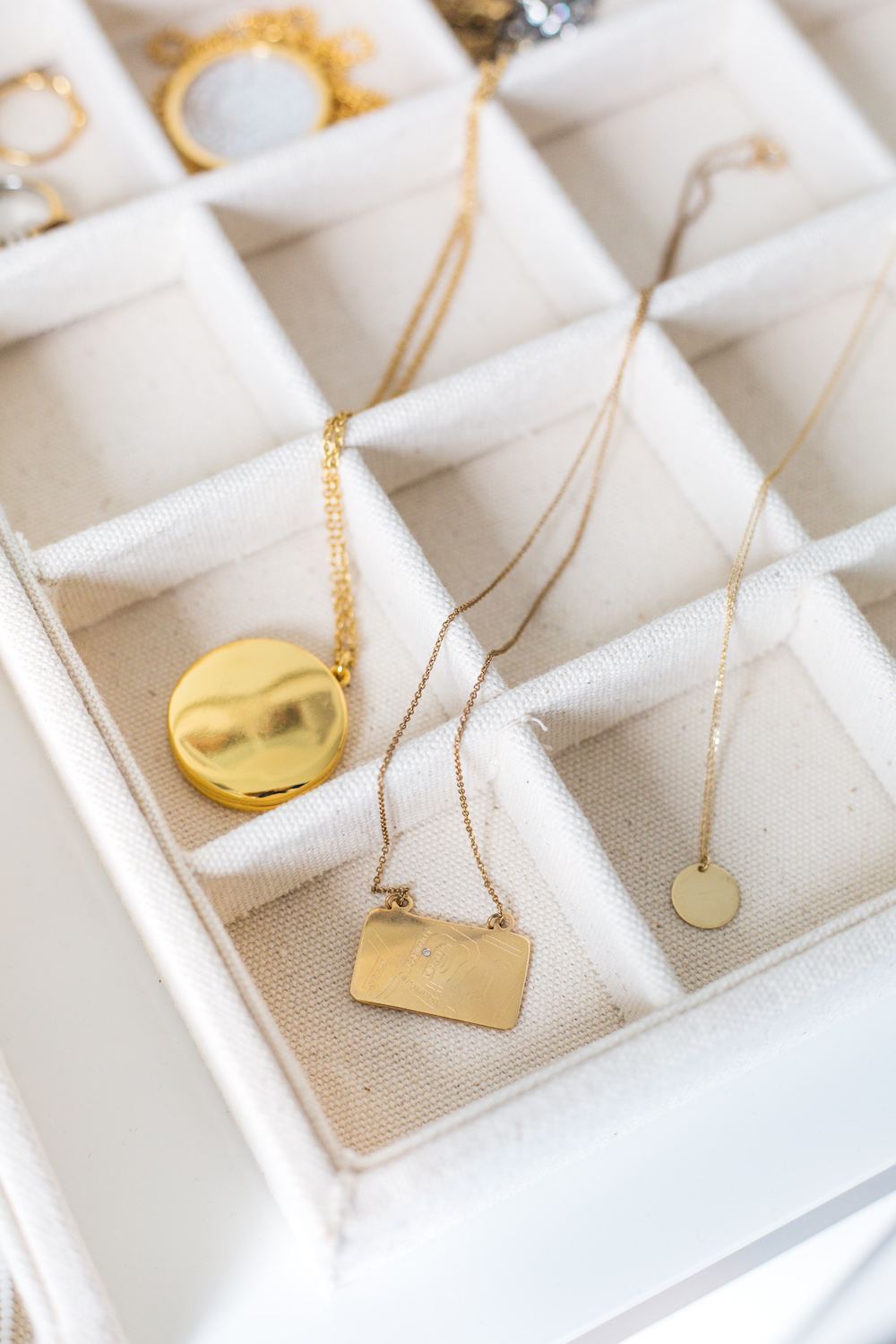 how to untangle a necklace on design darling