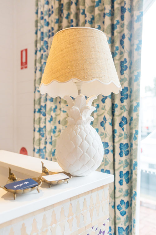 design darling halcyon house pineapple lamp