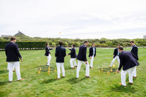 design-darling-groomsmen-playing-spikeball-768x512