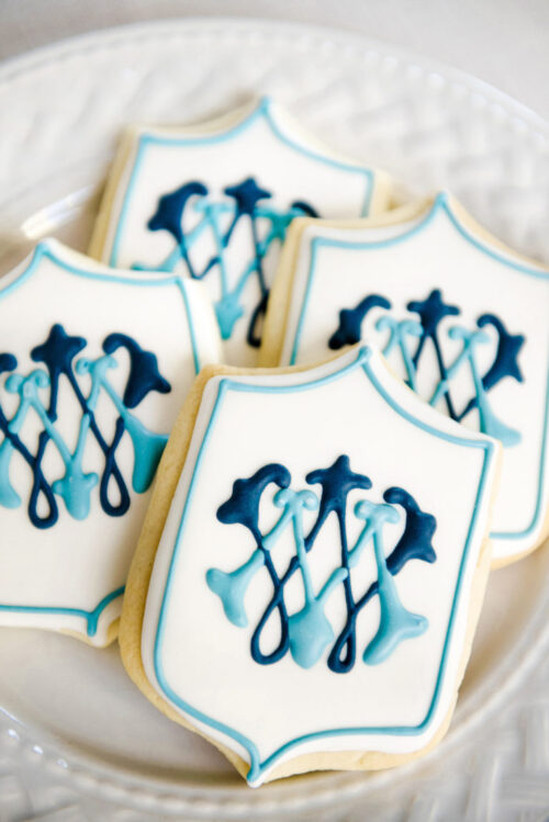 design-darling-monogrammed-wedding-cookies-768x1151